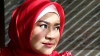 <p>Ikke sendiri sudah mengenakan hijab sejak beberapa tahun belakangan ini, tepatnya pada pertengahan akhir 2017 lalu. (Foto: Instagram @ikkenurjanah0518)</p>