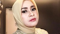 <p>Lama tak terdengar kabarnya, pedangdut Ikke Nurjanah kini semakin terlihat cantik dengan hijabnya, Bunda. (Foto: Instagram @ikkenurjanah0518)</p>