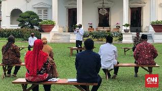 Jokowi Beri Modal Kerja Rp2,4 Juta untuk Pedagang Cilik