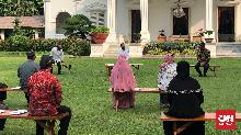 Kasih Modal Kerja, Jokowi Minta Pedagang Cilik Kerja Keras