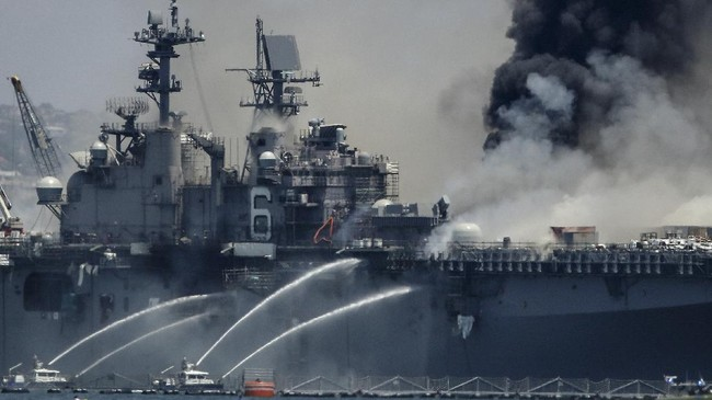 SAN DIEGO, CALIFORNIA - JULY 12: A fire burns on the amphibious assault ship USS Bonhomme Richard at Naval Base San Diego on July 12, 2020 in San Diego, California. There was an explosion on board the ship with multiple injuries reported.   Sean M. Haffey/Getty Images/AFP