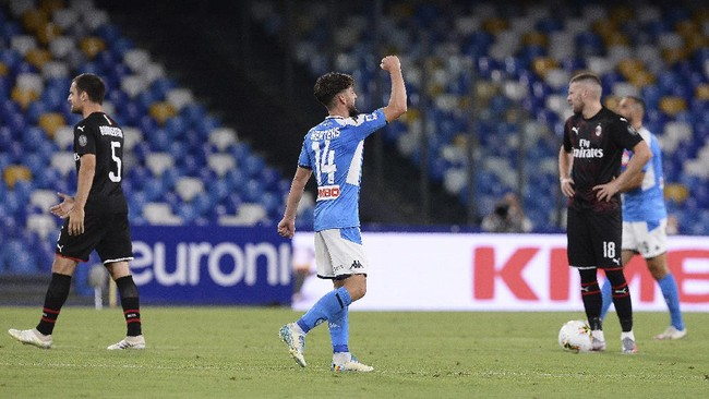 Napoli's Dries Mertens celebrates after scoring a goal against AC Milan during a Serie A soccer match at San Paolo Stadium in Naples, Italy, Sunday, July 12, 2020. (Cafaro/LaPress via AP)