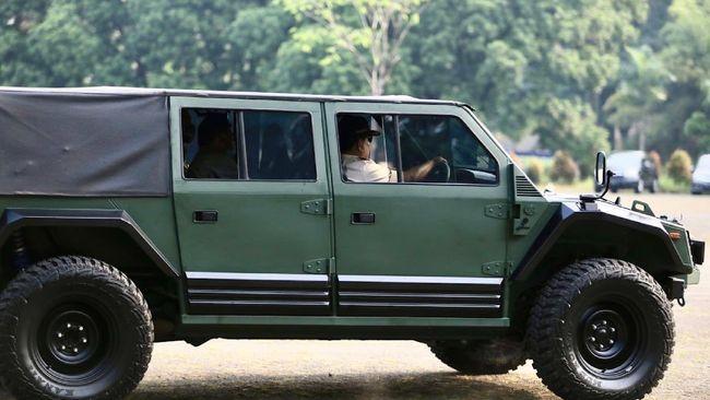 Menteri Pertahanan Prabowo Subianto menjajal produk kendaraan taktis (rantis) PT Pindad. Ia pun mengaku terus mendukung peningkatan alat utama sistam senjata (alutsista) dalam negeri
