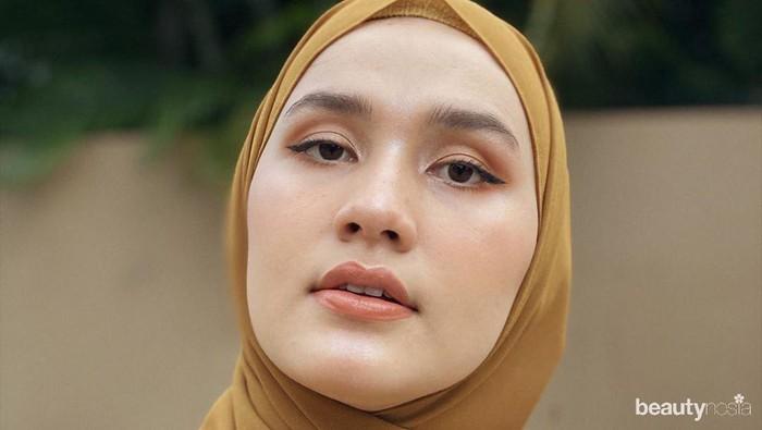 5 Inspirasi Gaya Makeup Simpel Tapi Menawan ala Dwi Handayani