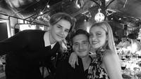 <p>Dalam beberapa acara, Nicola Peltz tampak akrab dengan adik-adik Brooklyn Beckham. (Foto: Instagram @brooklynbeckham)</p>