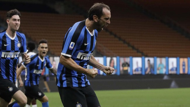 Inter Milan's Diego Godin celebrates after scoring his side's second goal during a Serie A soccer match between Inter Milan and Torino, at the San Siro stadium in Milan, Italy, Monday, July 13, 2020. (AP Photo/Luca Bruno