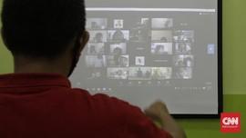 FOTO: Guru Mengajar Jarak Jauh di Tahun Ajaran Baru