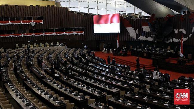 DPR RI menggelar Rapat Paripurna ke-18 Masa Persidangan IV Tahun Sidang 2020. Salah satu agenda yang dibahas tentang pengambilan keputusan perubahan ketiga tentang Pemilihan Gubernur, Bupati, Dan Wali Kota menjadi Undang-Undang (UU). Jakarta (14/7/2020).Sidang paripurna juga di hadiri ketua BPK Agung Firman Sampurna. CNN Indonesia/Andry Novelino