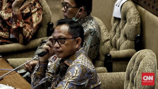 Mendagri Tito Karnavian mengatakan pemerintah dan penyelenggara pemilu tak segan menindak paslon yang melanggar protokol kesehatan.