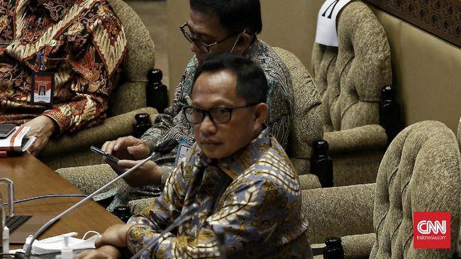Menteri Dalam Negeri Tito Karnavian meminta PNS untuk bersyukur lantaran mendapatkan THR keagamaan pada Lebaran 2021 ini.