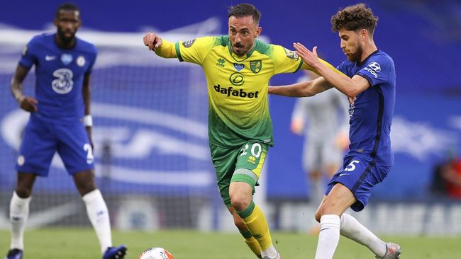 Norwich City's Josip Drmic, left, battles for the ball with Chelsea's Jorginho during the English Premier League soccer match between Chelsea and Norwich City at Stamford Bridge in London, England, Tuesday, July 14, 2020. (AP Photo/Richard Heathcote,Pool)