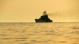 AS Lepas Tembakan Peringatan ke 13 Kapal Iran di Selat Hormuz