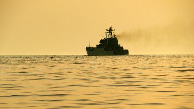 Kementerian Pertahanan meresmikan peluncuran Kapal Angkut Tank (AT-8) H-355 bernama KRI Teluk Weda-526 yang diperuntukan bagi TNI AL.