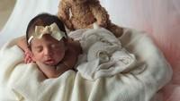 <p>Gemas banget ya melihat Baby Nooran didandani seperti ini. (Foto: Instagram @tanianadiraa)</p>