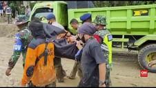 VIDEO: Detik - Detik Penemuan Korban Banjir Bandang