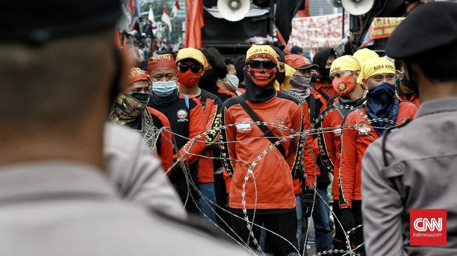 Pengesahan RUU Ciptaker tak lepas dari keengganan DPR bersikap empati terhadap gerakan buruh yang sempat menunda aksi penolakan demi Covid-19.