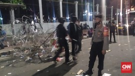 2 Orang Diamankan Polisi Usai Demo RUU Ciptaker di DPR Bubar