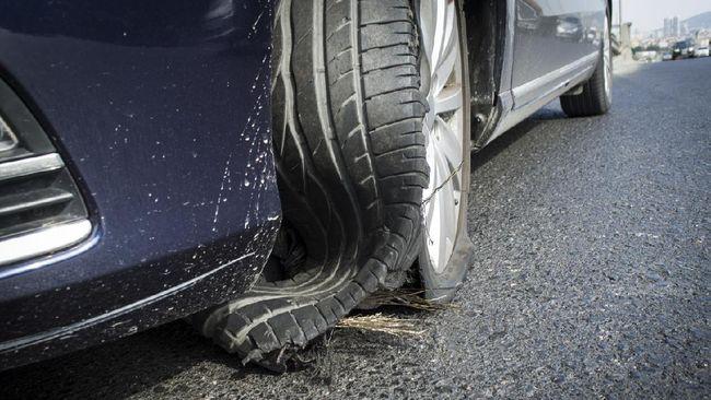 Telapak ban mobil yang mengalami botak sebelah ada banyak penyebabnya yang umumnya tidak disadari pemilik mobil.
