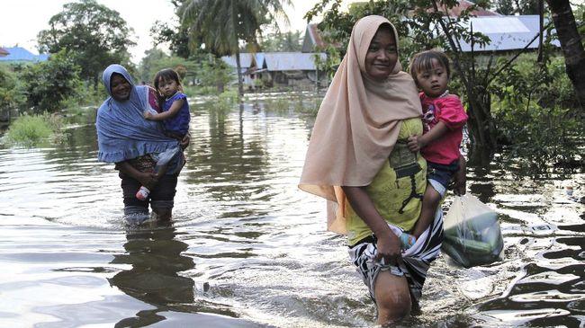 Banjir di masa pandemi Covid-19 dapat meningkatkan risiko sejumlah penyakit. Cegah penyakit dengan beberapa cara berikut.