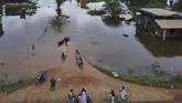 Kondisi Desa Laloika dan Desa Wonuamonapa yang terendam banjir, Konawe, Sulawesi Tenggara, Selasa (14/7/20). BPBD Kabupaten Konawe mengidentifikasi sebanyak 11 kecamatan di Kabupaten Konawe terendam banjir akibat luapan Sungai Konaweha dalam tiga hari terakhir. ANTARA FOTO/Algazali/JJ/hp.