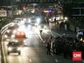 Massa Aksi Bertahan di Depan DPR, Jalan Gatot Subroto Ditutup
