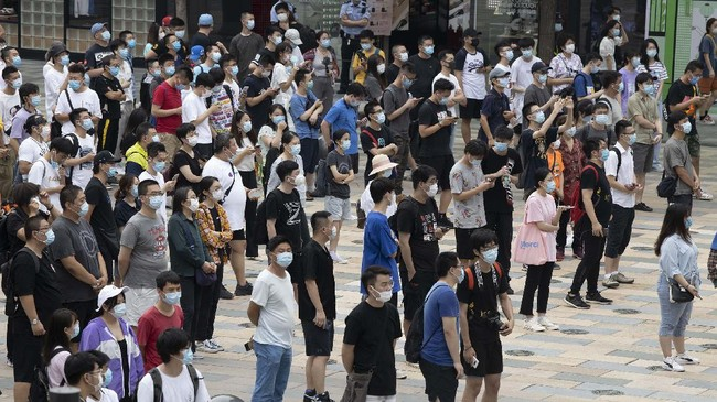Apple fans line up to visit a new flagship store opened at Sanlitun in Beijing, China on Friday, July 17, 2020. China's economy rebounded from a painful contraction to grow by 3.2% over a year earlier in the latest quarter as anti-virus lockdowns were lifted and factories and stores reopened. (AP Photo/Ng Han Guan)