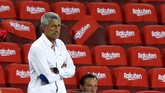 Barcelona's head coach Quique Setien is seen during a Spanish La Liga soccer match between Barcelona and Osasuna at the Camp Nou stadium in Barcelona, Spain, Thursday, July 16, 2020. (AP Photo/Joan Monfort)
