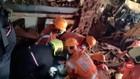 VIDEO: 2 Bangunan Roboh, 4 Orang Tewas, 17 Lainnya Luka-Luka