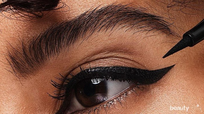 6 Trik Membuat Winged Eyeliner Lebih Sempurna untuk Pemula