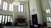 Saking besarnya (luas 1.500 meter persegi), rumah itu dijuluki Istana Cinere. (Foto: YouTube)