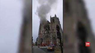 VIDEO: Katedral di Nantes Terbakar