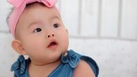 4. Untuk lebih akrabnya, Abigail diberi nama panggilan Abbie ya, Bunda. Bayi lucu ini lahir melalui operasi caesar dengan berat 2,7 kilogram (kg) dan panjang 48 sentimeter (cm). (Foto: Instagram @edrictjandra)
