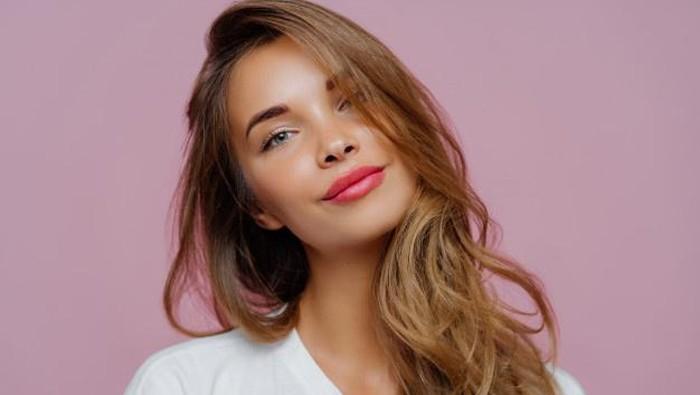 Ingin Bibir Berwarna Pink Alami? Coba Lakukan dengan Cara Ini
