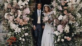 Putri Beatrice Kenakan Gaun dan Tiara Kuno Ratu Elizabeth
