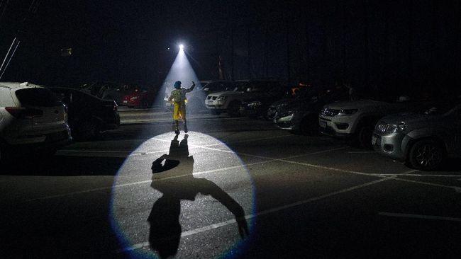 Estoril Circus berusaha bangkit di tengah pandemi virus corona dengan menggelar sirkus drive-in.