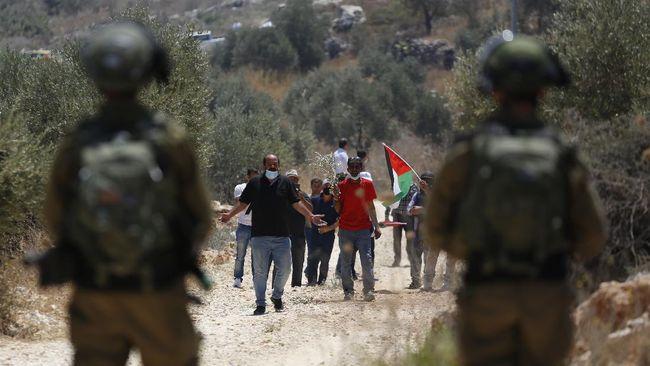 Tentara Israel bakar diri sampai NATO peringatkan Rusia soal tentara di perbatasan Ukraina.