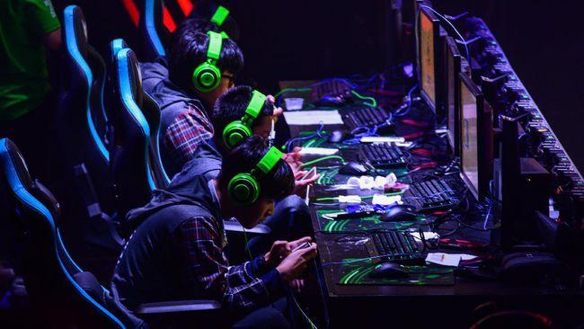 Gaming cafe bisa dikunjungi untuk mengasah kemampuan main game sampai bertemu komunitas e-Sport yang seru.