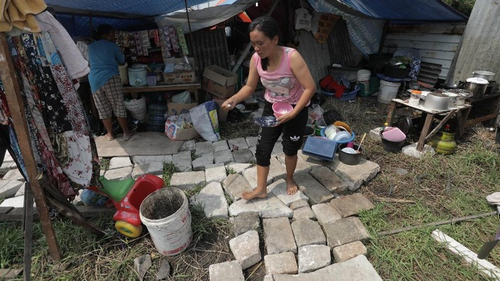 Ilustrasi Kemiskinan (CNBC Indonesia/Tri Susilo)