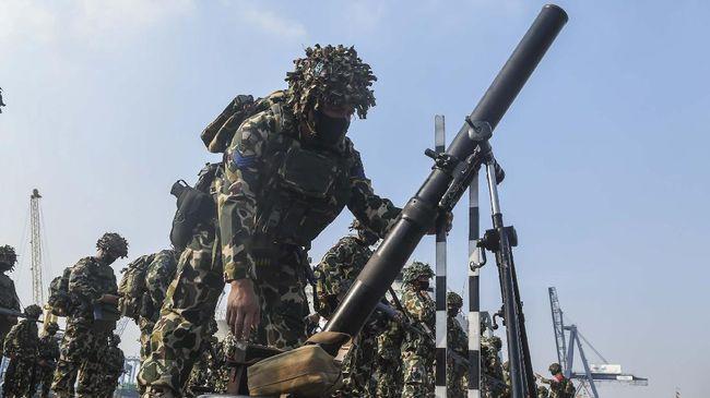 Pengamat menilai salah satu alasan munculnya wacana pembelian alat utama sistem senjata (alutsista) dengan utang Rp1,7 kuadriliun adalah krisis persenjataan RI.
