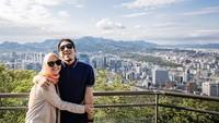 <p>Natasha mengajak Desta untuk mengunjungi Namsan, Korea nih, Bunda. Seperti diketahui sebelumnya kalau Natasha memang tergila-gila drama Korea. Semoga makin langgeng ya. (Foto: Instagram @natasharizkynew)</p>