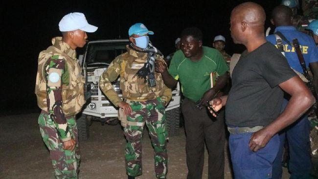 Seorang sandera yang merupakan warga negara AS, Sarah, berhasil diselamatkan dari kelompok bandit oleh Pasukan Garuda Satgas TNI di Kongo.