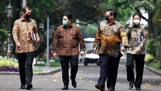 Ikatan Ahli Kesehatan Masyarakat Indonesia (IAKMI) meminta Jokowi merumuskan kembali tugas Komite Penanganan Covid-19 yang baru dibentuk.
