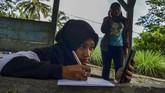 Meski dilanda keterbatasan, siswa mencari berbagai cara untuk tetap belajar di masa pandemi.