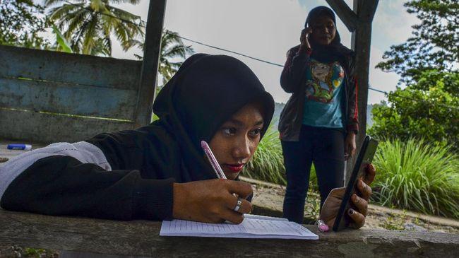 Kemendikbud diminta mencari solusi bagi siswa yang tak bisa mengakses internet karena keterbatasan jangkauan sinyal atau kondisi ekonomi.