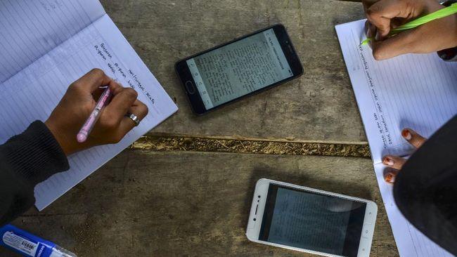DPR menyarankan Menkeu Sri Mulyani menyalurkan anggaran tunjangan pulsa ASN kepada para siswa yang kesulitan membeli kuota internet.