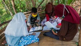 Tangis Ibu Tak Bisa Beli HP dan Ponsel Pinjaman untuk Sekolah