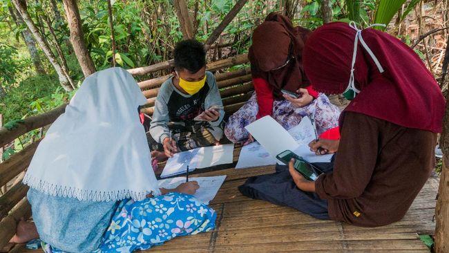 Kemendikbud mencatat 1,25 miliar peserta didik di seluruh dunia terdampak pandemi, sekitar 5,44 persen berada di Indonesia.