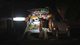 FOTO: Corona, Warga Zimbabwe Sulap Mobil Jadi Lapak Dagang
