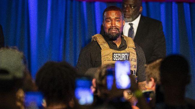 Di tengah perceraian yang sudah di depan mata, Kanye West tampaknya masih belum ingin melepas cincin kawinnya dengan Kim Kardashian.