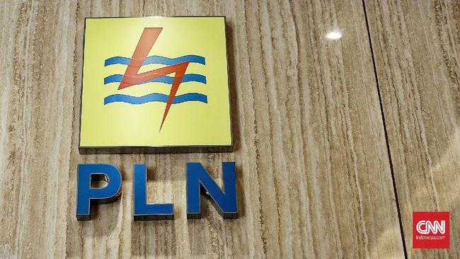 Video seorang pria meludahi petugas PLN di viral di media sosial. Pria tersebut mendadak emosi ketika petugas hendak memberikan surat tagihan listrik.